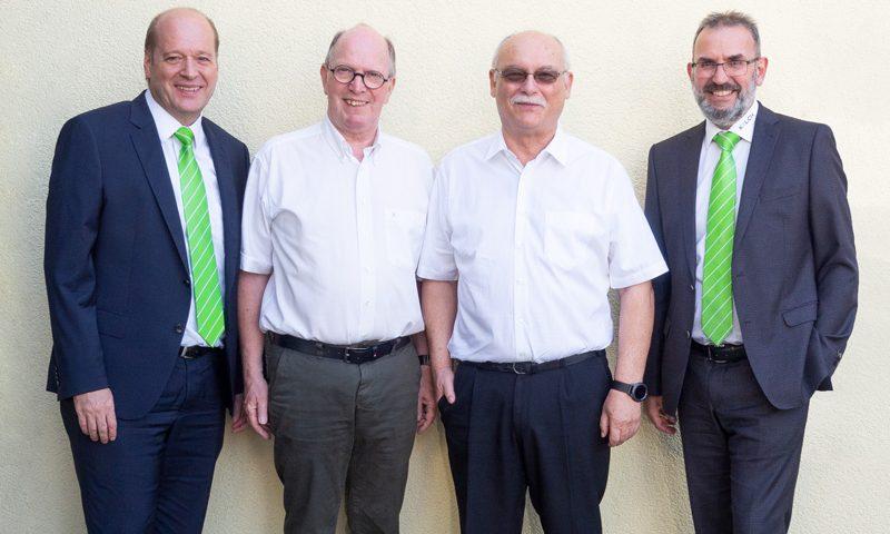Der Systemlieferant KELCH GmbH kooperiert für den Vertrieb seiner Präzisionswerkzeuge einschließlich der Software-Lösung von MySolutions mit einem neuen Vertriebspartner in der Schweiz. Im Bild (v.l.n.r.): KELCH-Geschäftsführer Frank Wildbrett, Hubert Käch, bisheriger Geschäftsführer der KELCH Service AG, Paul Gossens, CEO von MySolutions und Thomas Herde, Vertriebsleiter der KELCH GmbH.